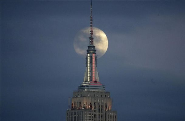 Empire State Building zeigt Lichtshow zu Shawn Mendes' Song