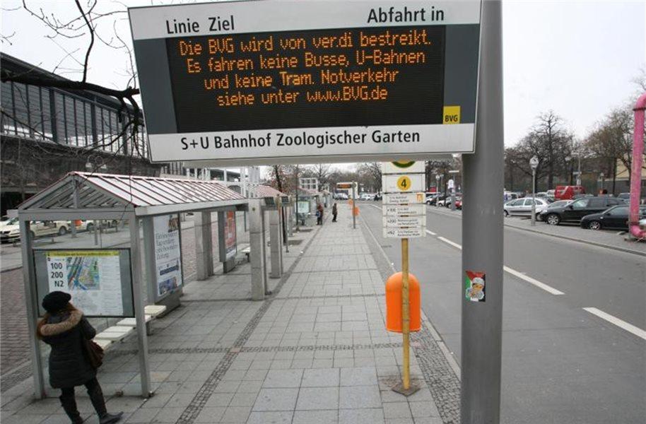 Warnstreik In Berlin Busse Und Bahnen Bleiben Im Depot