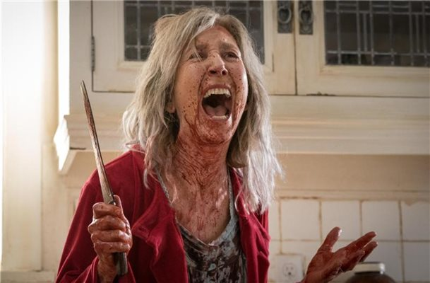Faith (Lin Shaye) schreit vor Angst. Foto: -/ Sony Pictures /dpa