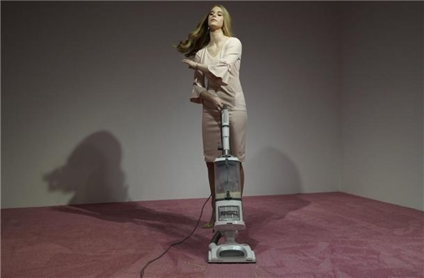"""Ivanka Vacuuming 2019"" von Jennifer Rubell in der Flashpoint Gallery in Washington. Foto: Sait Serkan Gurbuz/AP"