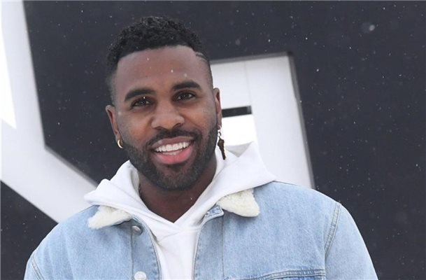 "Jason Derulo vor dem ""Top of the Mountain Opening Concert"" 2018 in Ischgl. Foto: Felix Hörhager/dpa"
