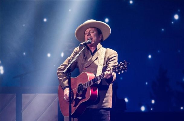 Kiefer Sutherland singt Country-Songs