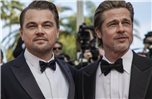 "Leonardo DiCaprio (l) und Brad Pitt bei der Premiere von ""Once Upon a Time in Hollywood"" 2019 in Cannes. Foto: Vianney Le Caer/Invision/AP/dpa"