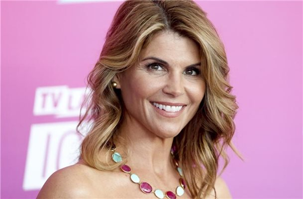 Lori Loughlin zahlt eine Million Dollar Kaution
