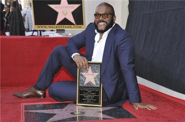 US-Multitalent Tyler Perry mit Hollywood-Stern geehrt